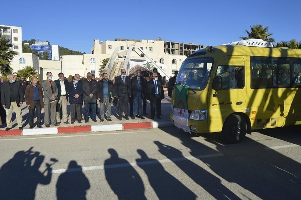 مدير التربية السيد حليم بن شريف يشارك في  حفل استلام 10 حافلات للنقل المدرسي بالولاية