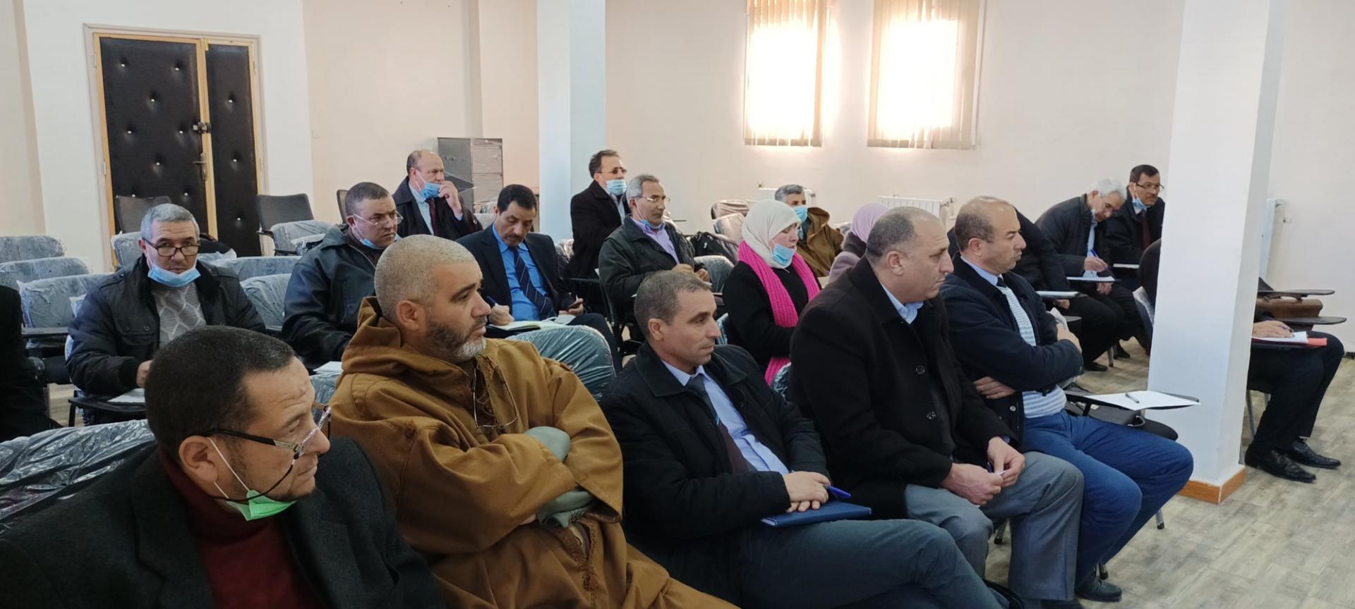 مدير التربية السيد حليم بن شريف يعقد جلسة عمل مع مفتشي  الطور الابتدائي